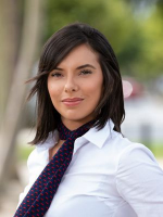 Vikki Hutchison - Real Estate Agent