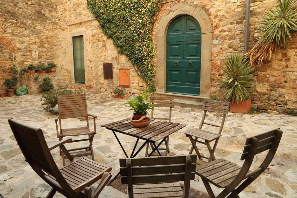 tuscany-italy-backyard-property