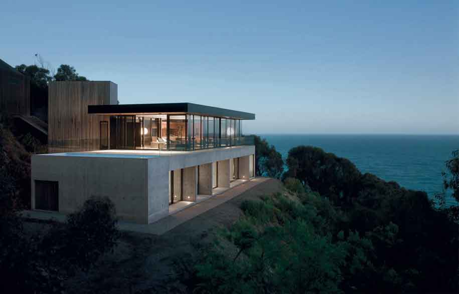 Clifftop house by architect Nik Karalis