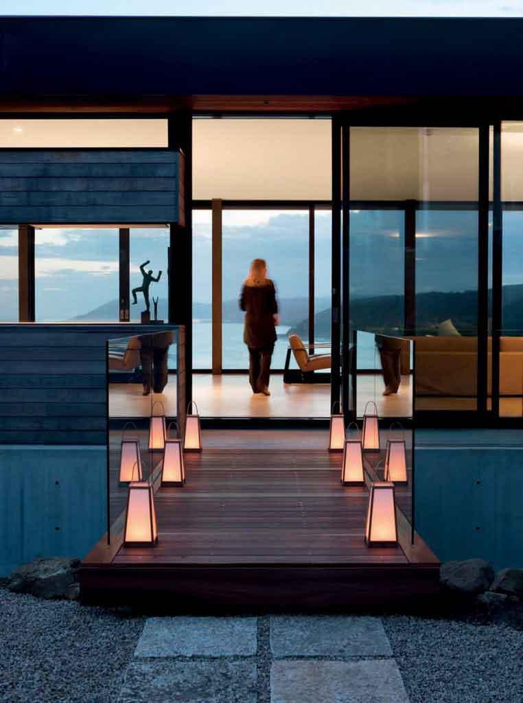 Clifftop house by architect Nik Karalis