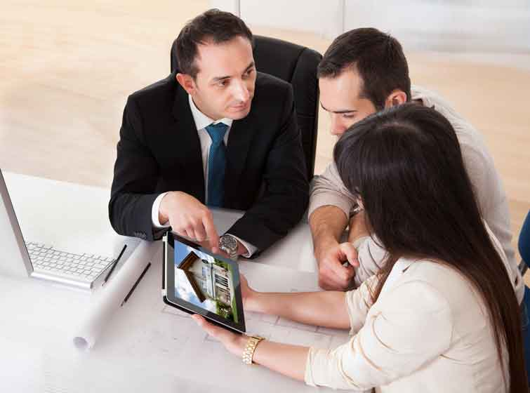 Real estate communicating with vendors