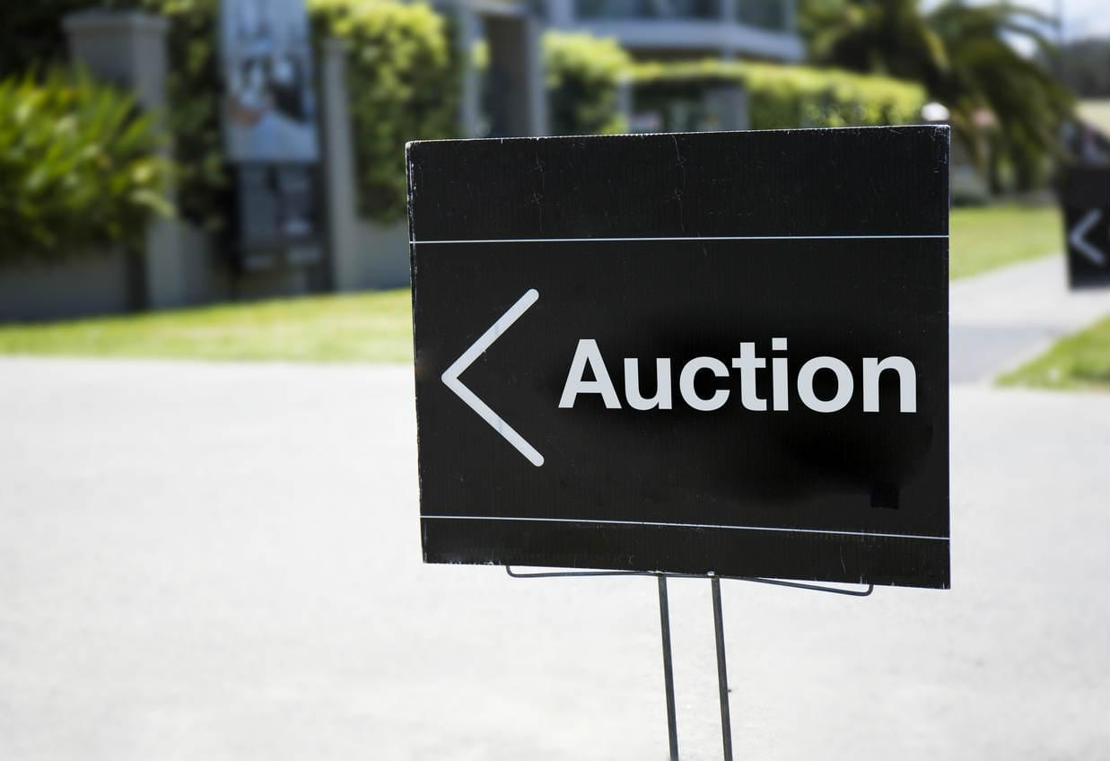 OpenAgent Article Image - How to use auction clearance rates to be a smart seller or buyer